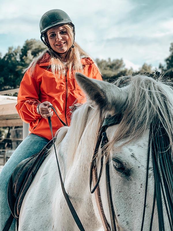 Jenny zu Pferd