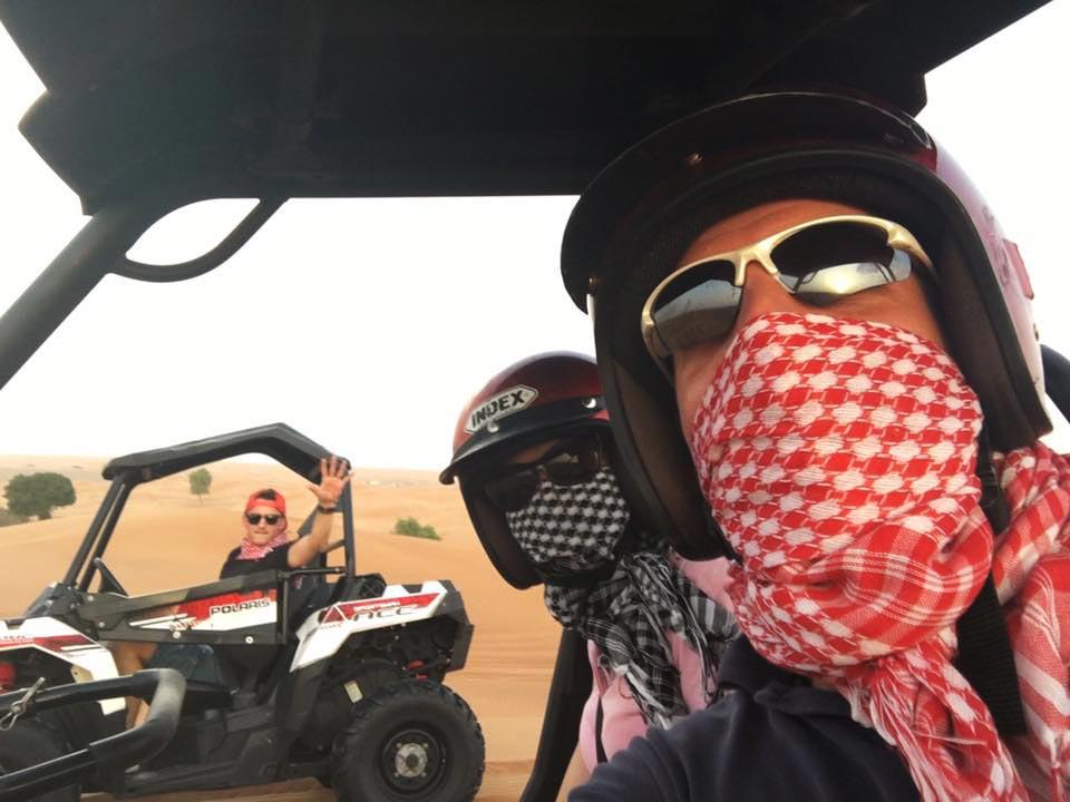Wir mit Tayler auf Wüstentour in Dubai